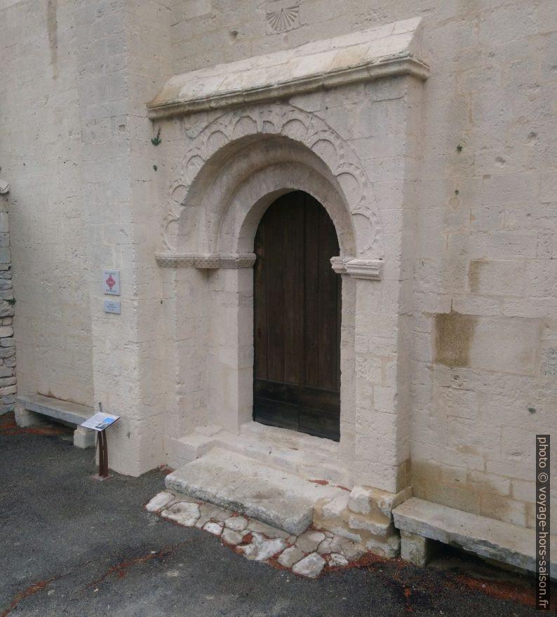 Portail de la Chapelle Saint-Marcellin. Photo © André M. Winter