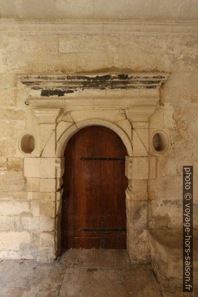 Une porte dans un couloir du cloître de St. Paul de Mausole. Photo © André M. Winter