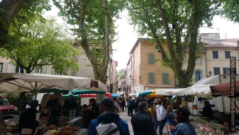 Le marché Saint-Rémy sur la place centrale. Photo © André M. Winter