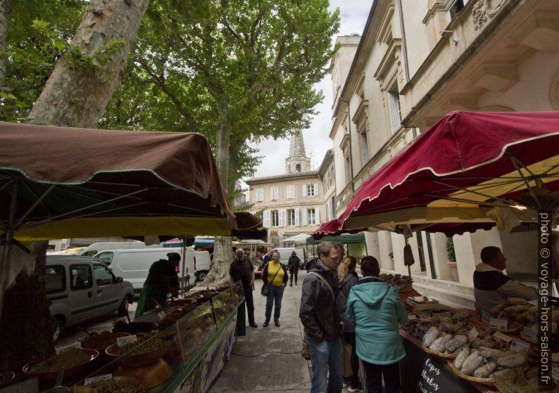 Stands près la mairie de St-Rémy. Photo © André M. Winter