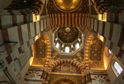 Polychromie du cœur et du dôme du transept de la Basilique Notre-Dame de la Garde. Photo © André M. Winter