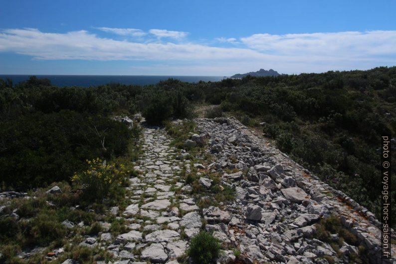 Vestiges de l'ancienne vigie au nord du Cap Morgiou. Photo © André M. Winter