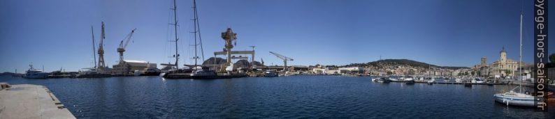 Panorama du chantier naval et de la ville de la Ciotat. Photo © André M. Winter