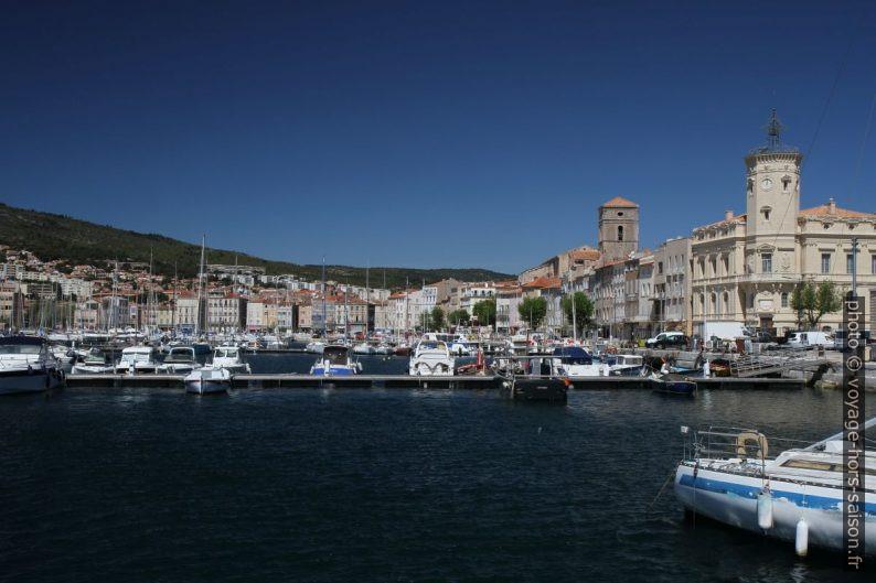 Vieux Port et ville de la Ciotat. Photo © Alex Medwedeff