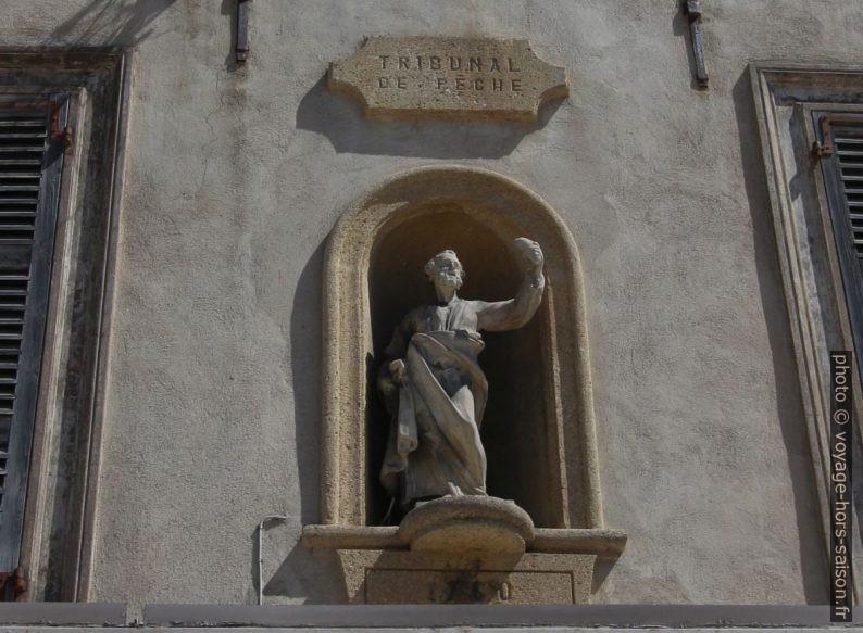 Statue du Tribunal de Pêche de 1760. Photo © André M. Winter