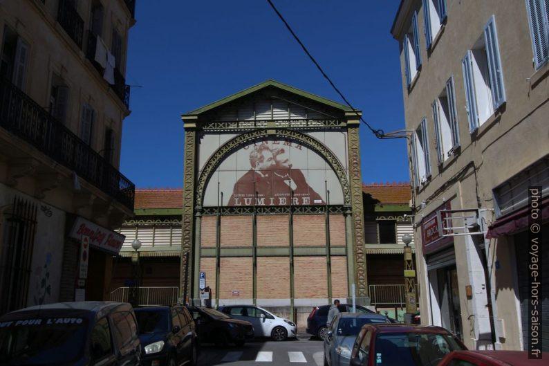 Le Cinéma Lumière dans l'ancienne halle du marché. Photo © André M. Winter