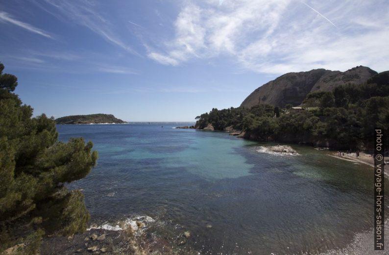 Anse du Grand Mugel, l'Île Verte et les Secs. Photo © André M. Winter
