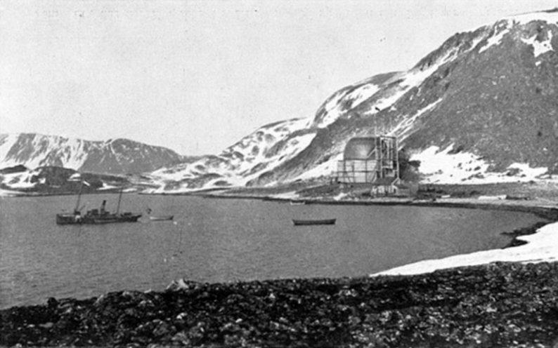 Base et hangar de l'aéronef à Danskøya