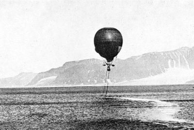 Départ du l'aéronef et première frayeur car il approche la surface de l'eau