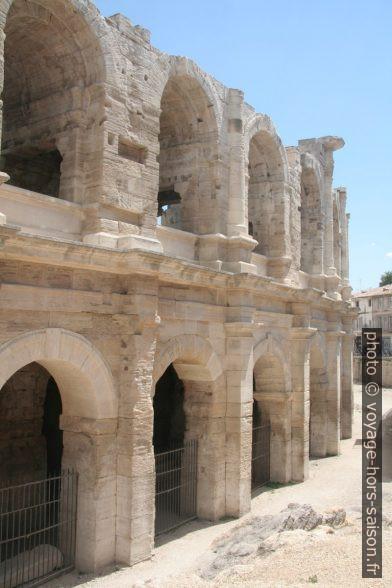 Arènes d'Arles restaurées. Photo © Alex Medwedeff