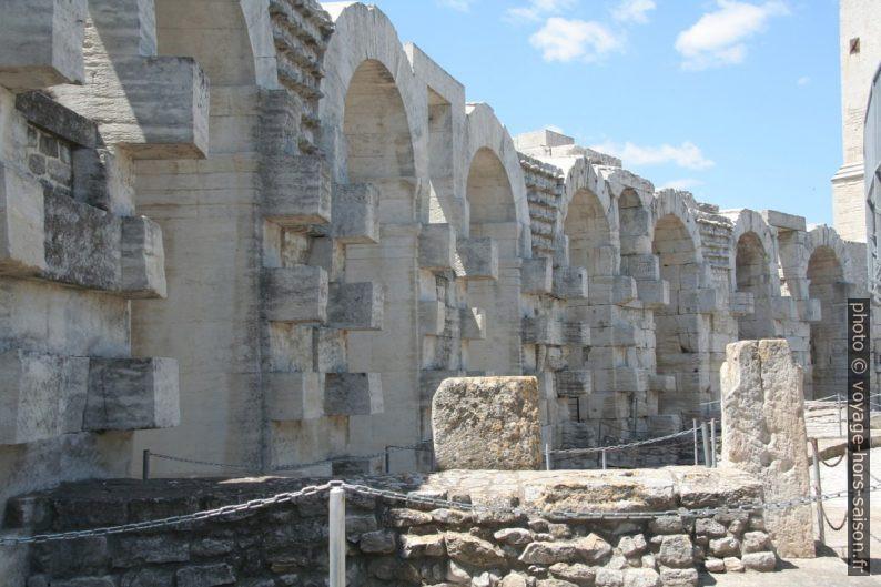 Intérieur des Arènes d'Arles. Photo © André M. Winter