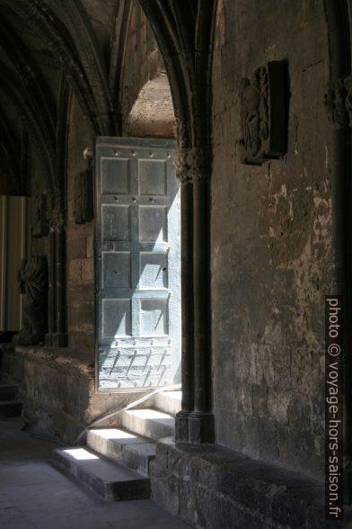 Porte du le Cloître Saint-Trophime. Photo © Alex Medwedeff