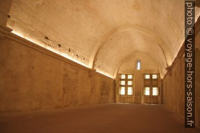 Dortoir à l'est du Cloître Saint-Trophime. Photo © André M. Winter