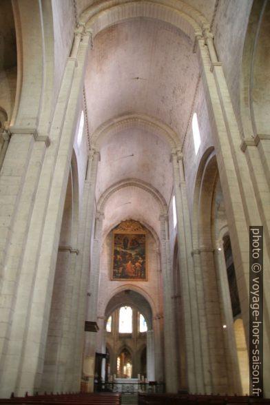 Nef de la cathédrale Saint-Trophime. Photo © André M. Winter