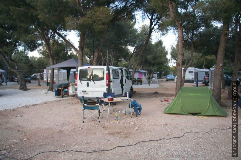Le Trafic au Camping du Cap à Carro. Photo © André M. Winter