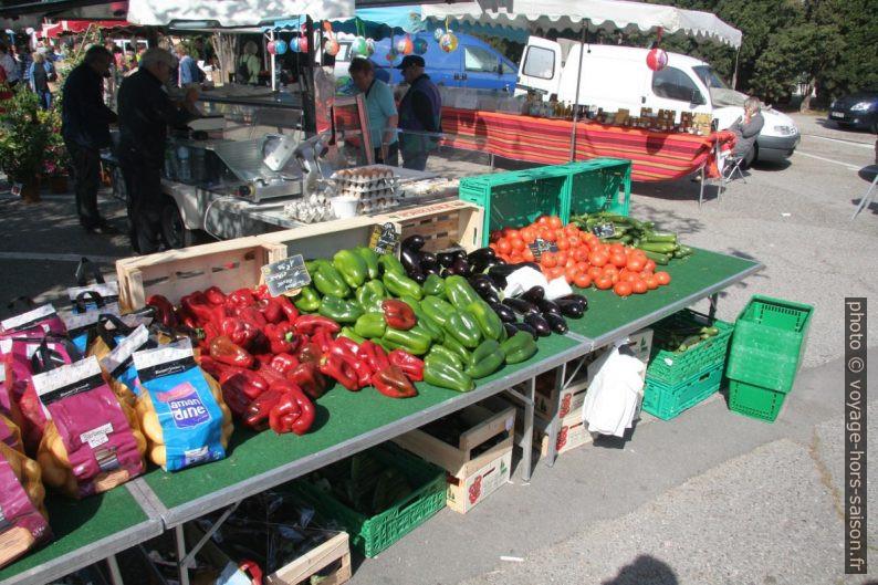 Légumes sur le marché de la Couronne. Photo © André M. Winter