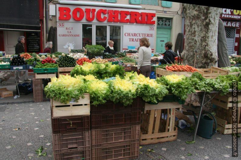 Salades et légumes sur le marché de Gardanne. Photo © André M. Winter