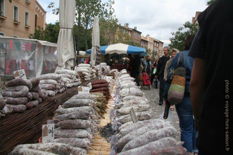 Saucissons des Alpes sur le marché de Gardanne. Photo © André M. Winter