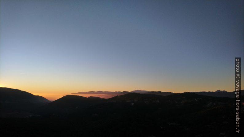 Coucher de soleil sur le Massif de l'Esterel. Photo © André M. Winter