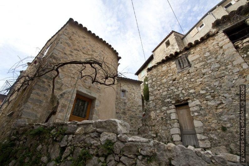 Maisons en pierre à Peille. Photo © André M. Winter