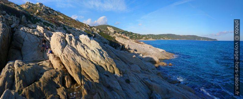 Rochers plus difficiles au nord de la Pointe de la Douane. Photo © André M. Winter