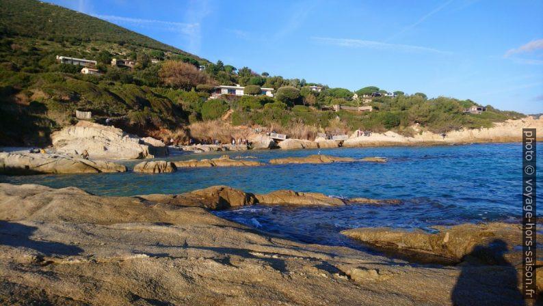 Côte et sentier du littoral au sud de l'Escalet. Photo © André M. Winter
