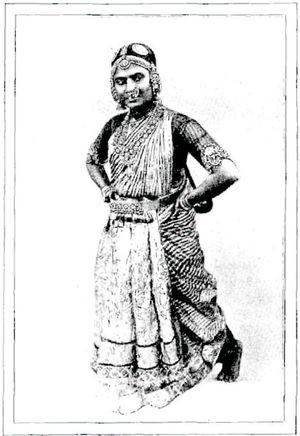 Femme indienne en costume de fête