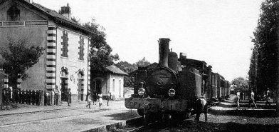 Gare de Cavalaire avec une locomotive vapeur des Chemins de Fer de Provence