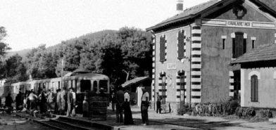 Gare de Cavalaire avec un autorail des Chemins de Fer de Provence
