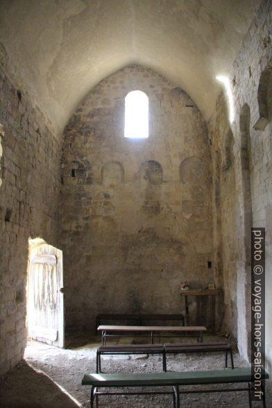 Narthex et porte d'entrée de la Chapelle St. Thyrse. Photo © André M. Winter