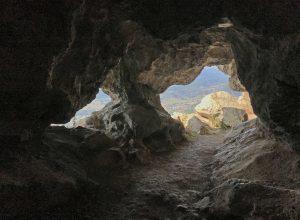 Premières fenêtres de la Grotte du Trou de l'Argent. Photo © Alex Medwedeff