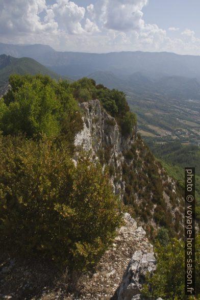 Vue de la paroi sud du point culminant de la Montagne de la Baume. Photo © Alex Medwedeff