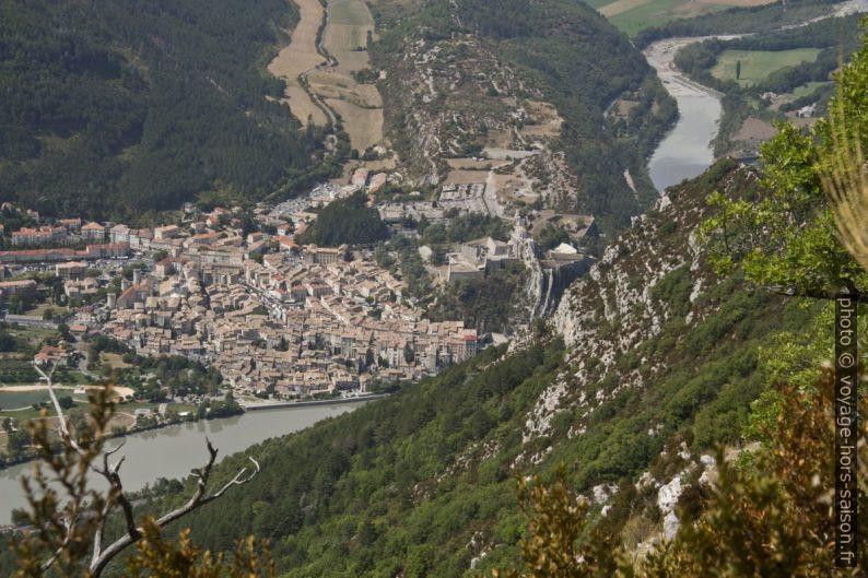 Sisteron vu de la crête de la Montagne de la Baume. Photo © André M. Winter