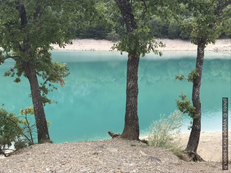 L'eau turquoise du Lac de Chaudanne. Photo © Alex Medwedeff