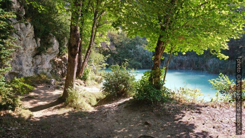 Lac sur l'Artuby à la sortie des gorges. Photo © André M. Winter
