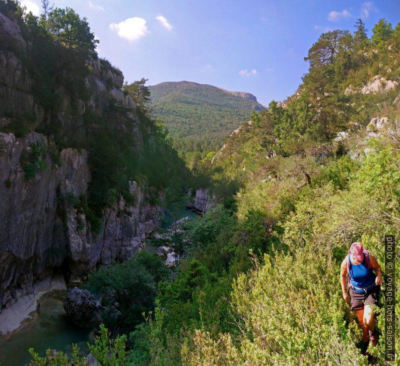 Le chemin sur la rive droite dans les Gorges de l'Artuby de la Martre. Photo © André M. Winter
