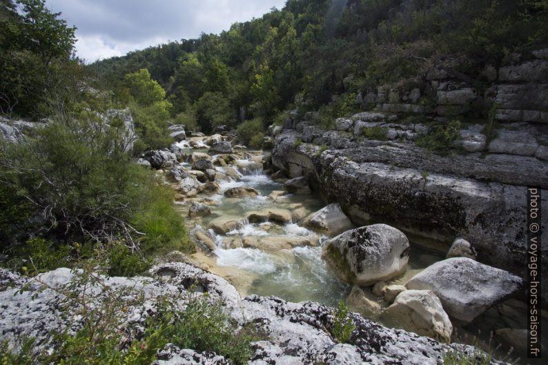 Passage de petites cascades sur l'Artuby. Photo © André M. Winter