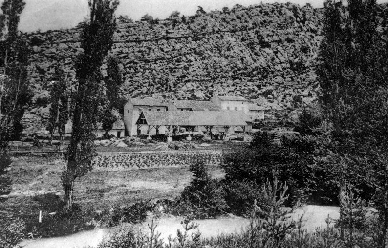 Ancienne photo de la scierie de la Martre au Pont de Madame