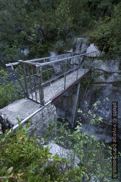 Passerelle dans les Gorges du Jabron. Photo © André M. Winter