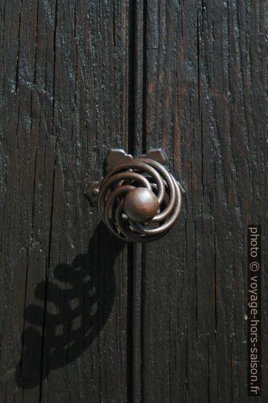 Poignée de porte de la Chapelle St. Didier. Photo © Alex Medwedeff