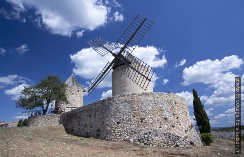 Les moulins de Régusse. Photo © André M. Winter