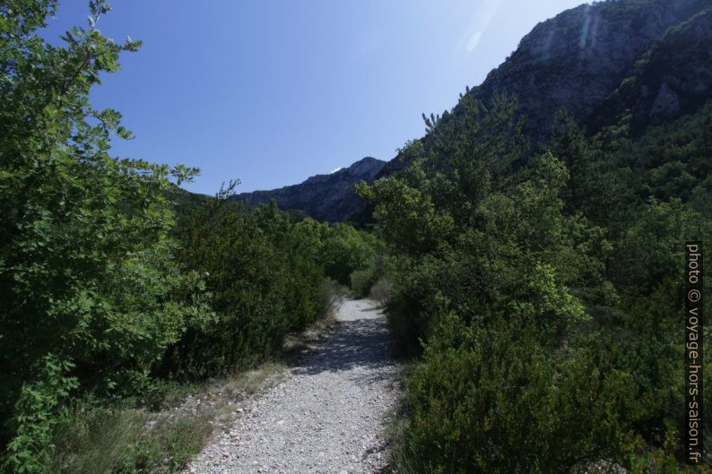 Chemin vers les Gorges de Trévans. Photo © André M. Winter
