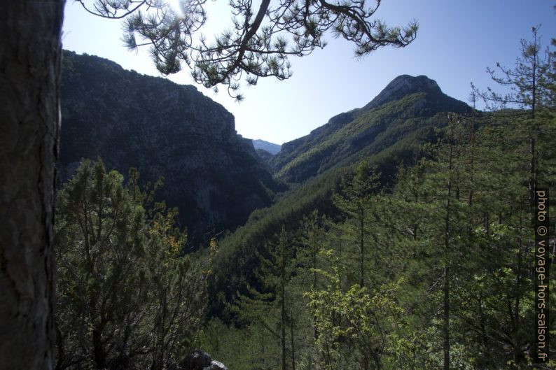 Vue vers la partie amont des Gorges de Trévans. Photo © André M. Winter