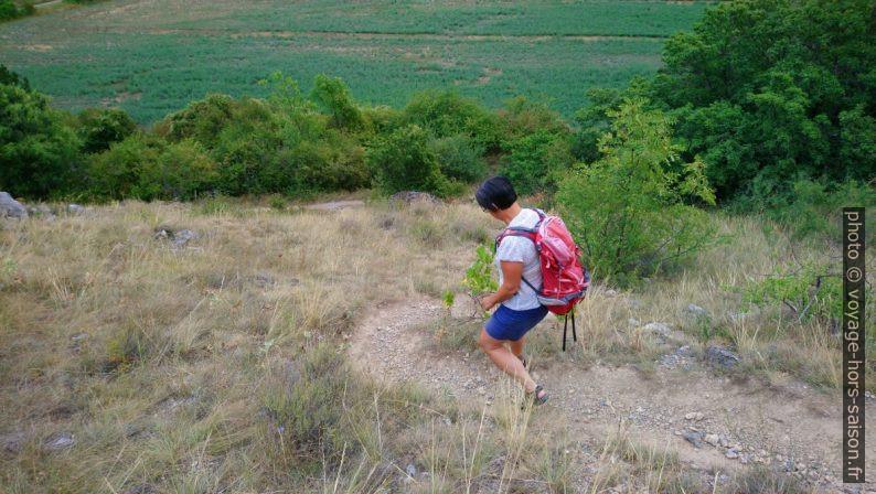 Alex sur le chemin en descente du point de vue. Photo © André M. Winter