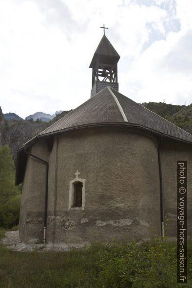 L'abside et le petit clocher de la Chapelle de Rame. Photo © Alex Medwedeff