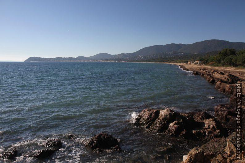 Baie de Cavalaire et la Plage du Débarquement. Photo © Alex Medwedeff