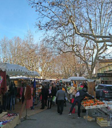 Le marché d'Auriol début janvier. Photo © André M. Winter