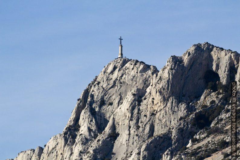 La Croix de Provence sur la Sainte Victioire. Photo © André M. Winter
