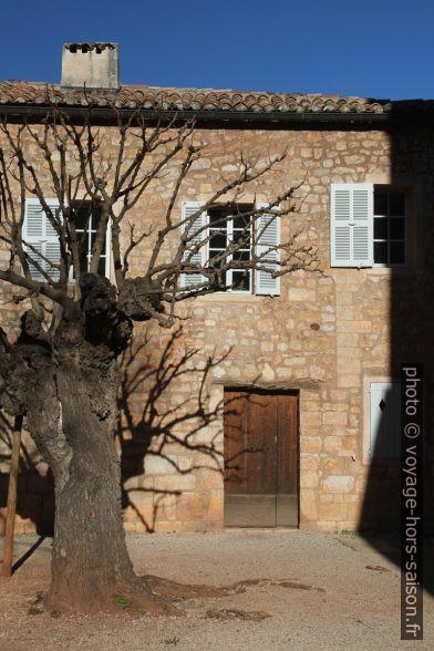 Bâtiment annexe de l'Abbaye du Thoronet. Photo © Alex Medwedeff