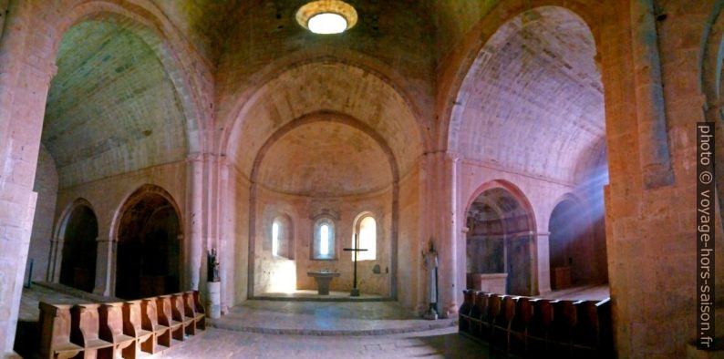 Transept et chœur de l'église abbatiale du Thoronet. Photo © André M. Winter